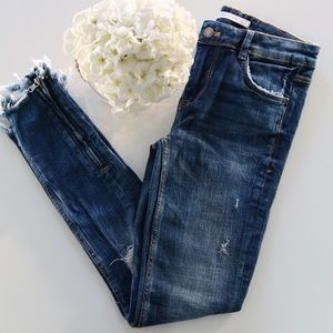 Zara distressed skinny jeans size 2